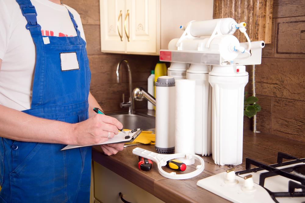 Changing reverse osmosis water filter